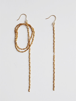 Twist Unbalance Point Earring