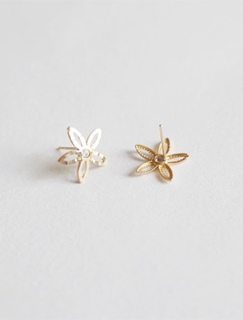 14k Gold Touch Flower Earring