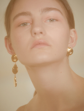 Metal Pearl Long Unbalance Earring