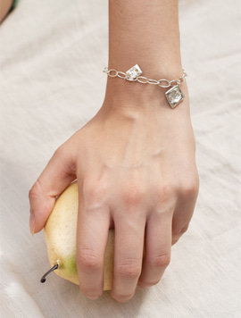 Rose Oval Chain Bracelet